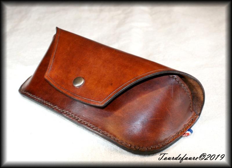 Accessoires en cuir pour le rasage - Page 28 Dsc00011