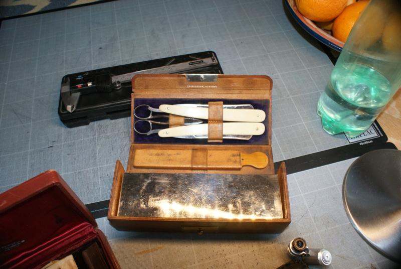 Accessoires en cuir pour le rasage - Page 28 Dsc00019