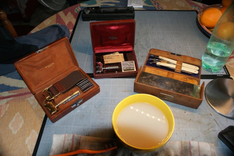 Accessoires en cuir pour le rasage - Page 28 Dsc00021