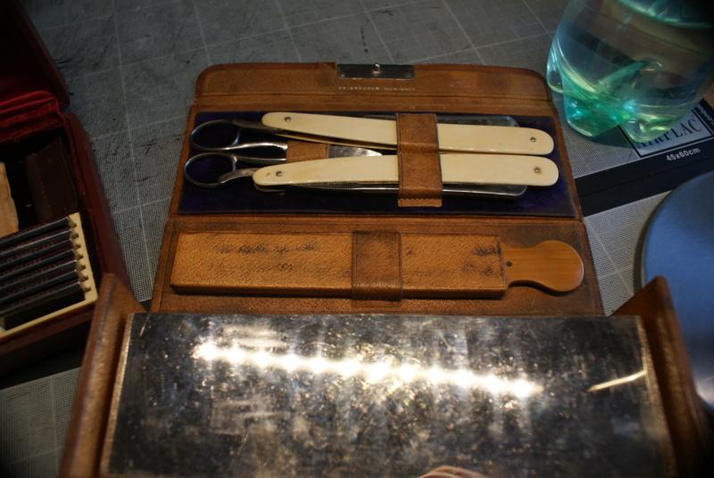 Accessoires en cuir pour le rasage - Page 28 Dsc00022