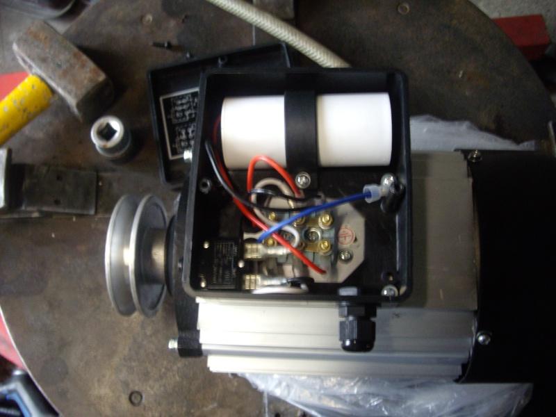 bonjour je voudrais avoir un schema pour brancher un moteur 220V mono avec duex sens de rotation Imgp2010