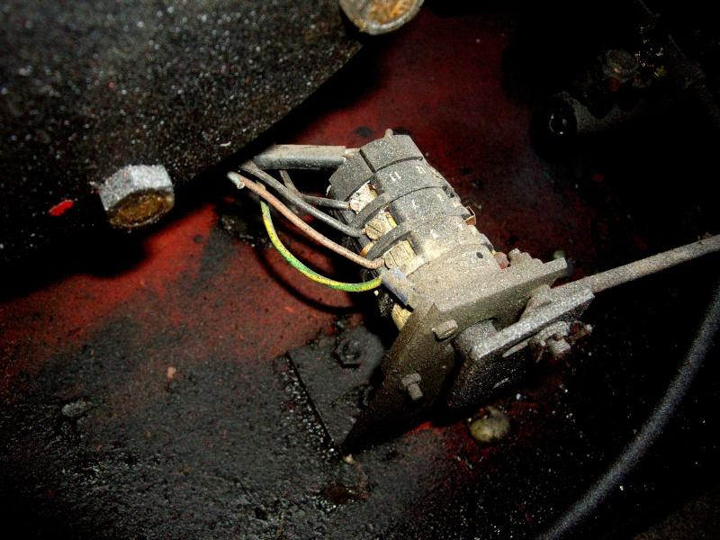 bonjour je voudrais avoir un schema pour brancher un moteur 220V mono avec duex sens de rotation Imgp2012
