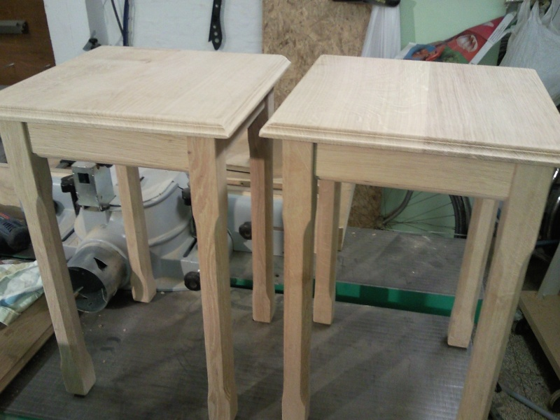 Petite table d'appoint 01810