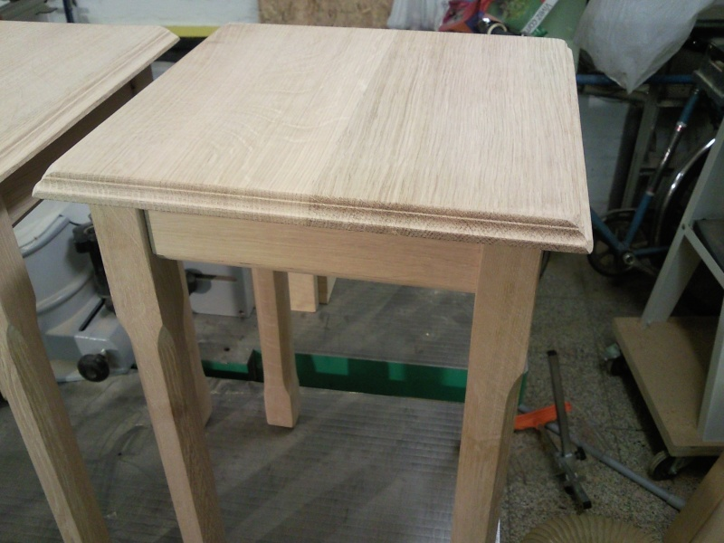 Petite table d'appoint 01910