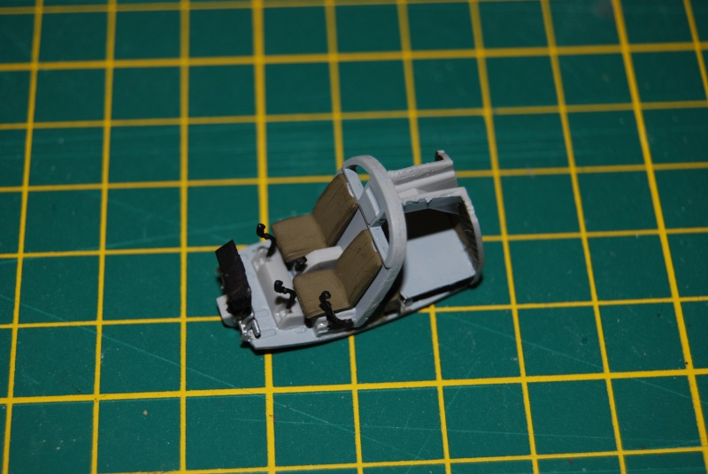 [S-Model & Italeri] OH6A Cayuse et Ford MUTT Vietnam Années 70 Dsc_0128