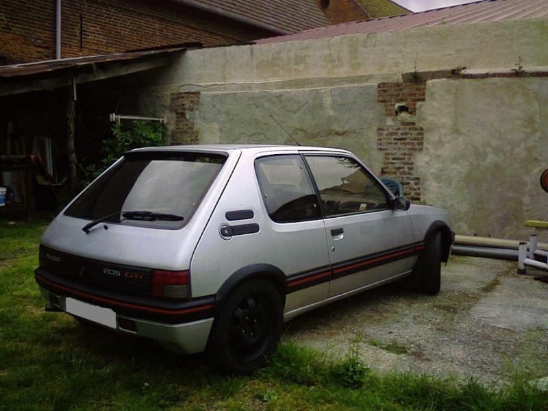 [cisco 1900] 205 GTI 1.9L Gris Futura 1988 - Page 4 Photo010