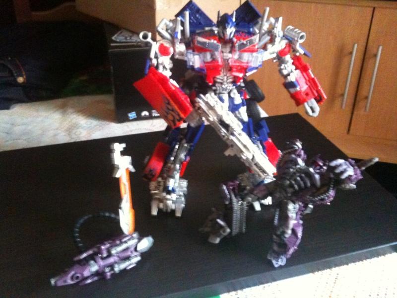 Quel Optimus préférez-vous des différentes séries animé et/ou films Transformers? - Page 2 Img_0970