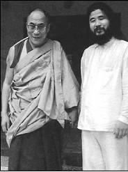 Le Dalaï Lama et Shoka Ashara (secte Aum)  Dalai-11