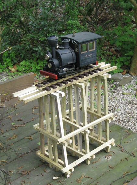les Pelican Rail Road .. train de jardin en G Trestl10