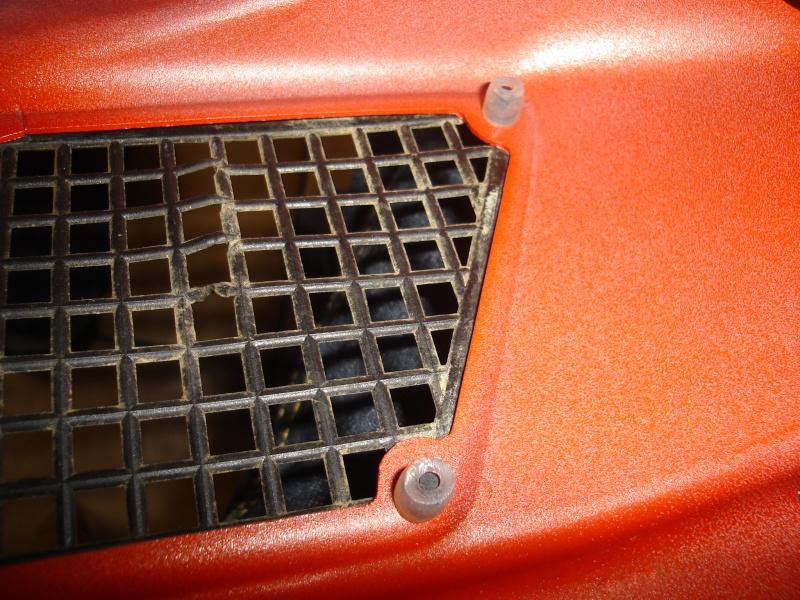 Fixation des treillis de carrosserie du Marder Dsc00628