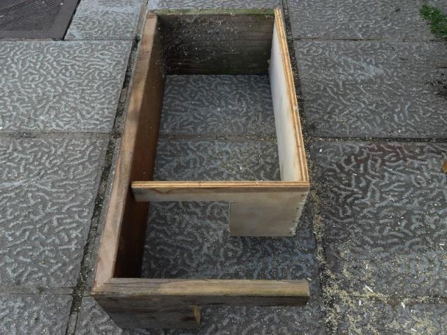 Fabrication d'une boite avec piège x destinée a la régulation d'une fouine Boite_11