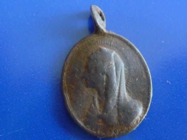 Médaille St-François (de Sales probable) et Vierge - XVIIème 0_410