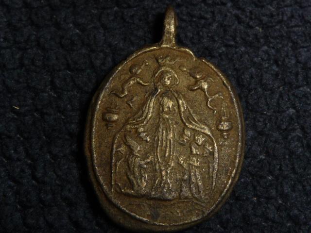 Médaille St-Pierre Fourier de Mattaincourt & Vierge XVIIIèm P1090816
