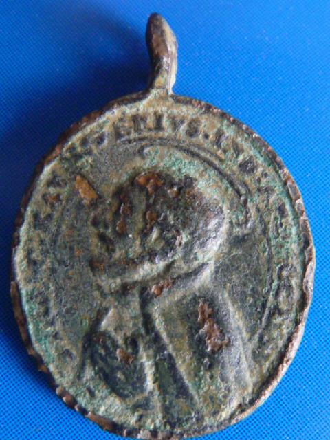 Médaille jésuite - St-François-Xavier & (probablement) St-Ignace-de-Loyola P1100016