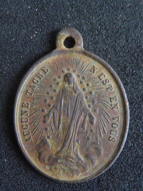 Médaille à la vierge (peut être une des premières Médailles de la rue du Bac) P1100128