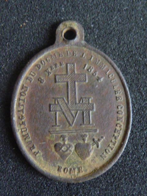 Médaille à la vierge (peut être une des premières Médailles de la rue du Bac) P1100219
