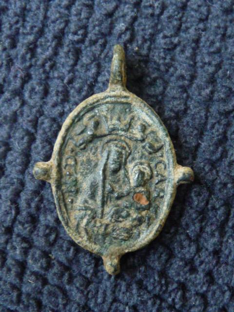 Jolie médaille ND-du-Mt-Carmel & Scène Crucifixion - XVIIème P1100223