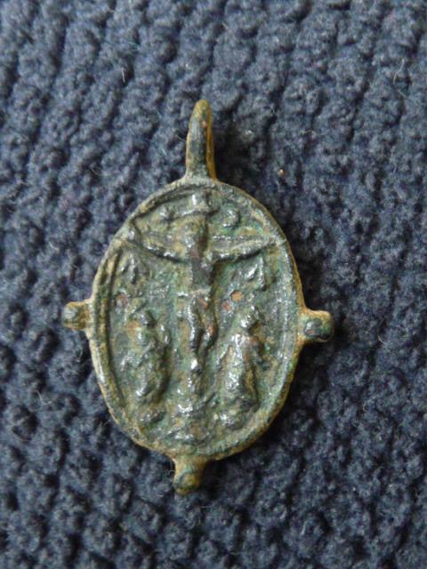 Jolie médaille ND-du-Mt-Carmel & Scène Crucifixion - XVIIème P1100224