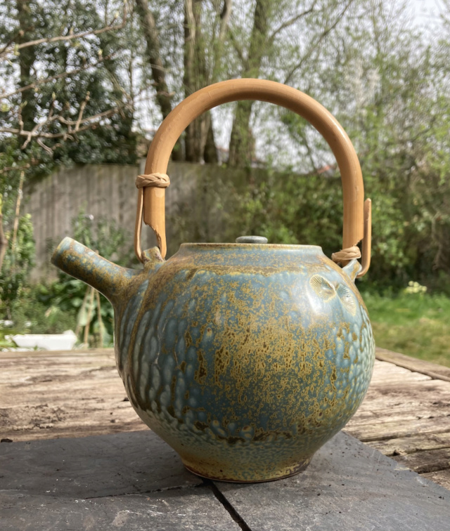 Teapot with impressed shells. tadpole or hook mark: Reid Ozaki, USA  2c6eba10