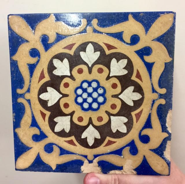 19thC Encaustic tile by William Godwin, Lugwardine Hereford  32d45610