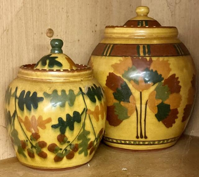 Wendy Gill, Earthworks Pottery, St Asaph, Wales, WG mark  90e45010