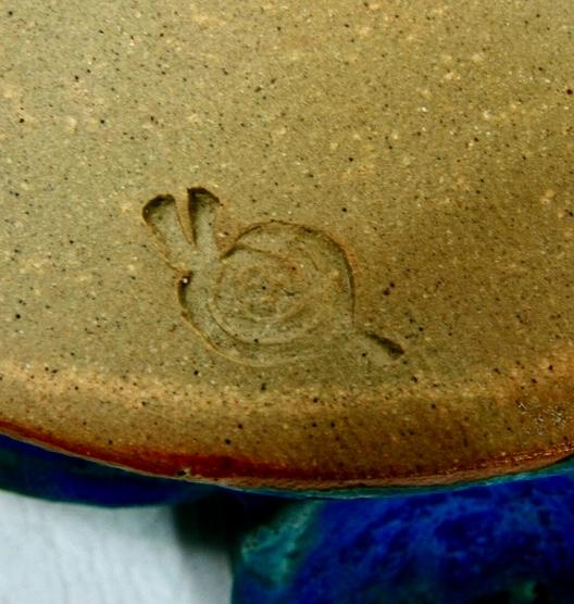 Jug with snail mark - Jacqui Ramrayka? - probably Oz Street Pottery  Ab313c10