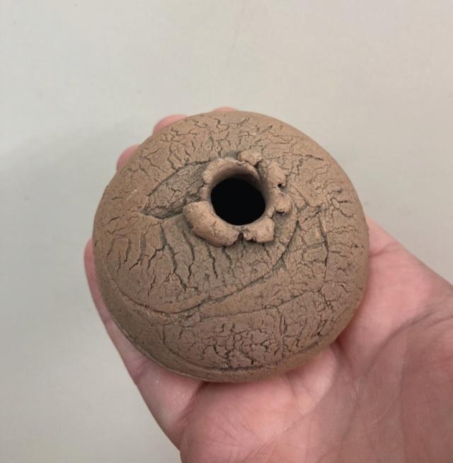 Mystery ball shaped bud vase  B6b06b10