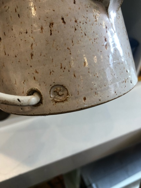 Stoneware lamps with t in circle mark? B9821710