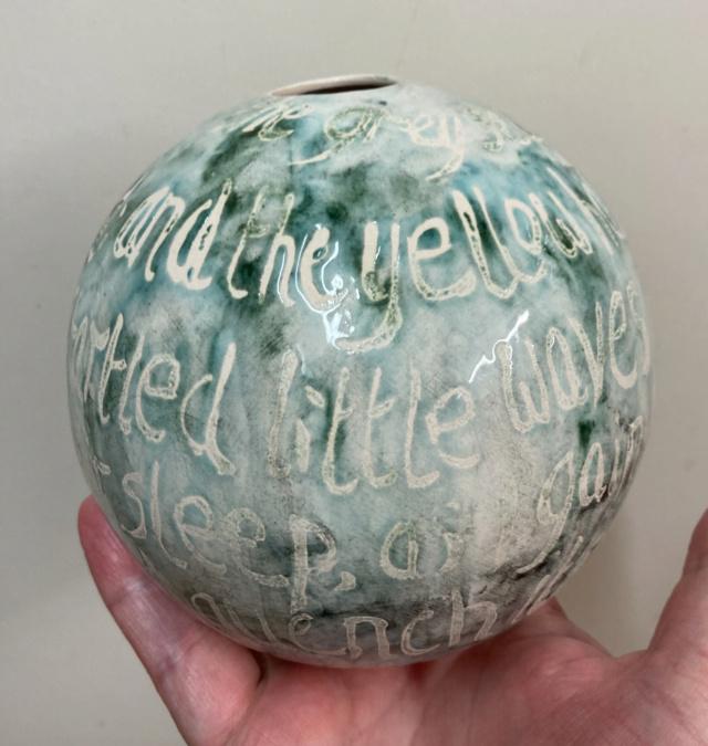 Mystery globe vase with verse  Bdb24210