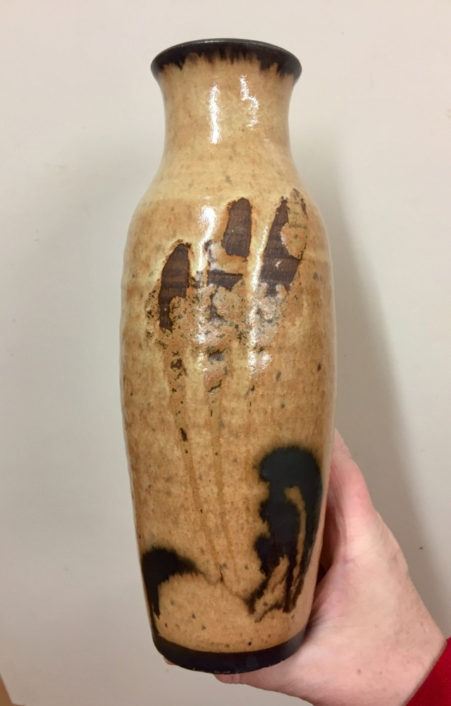 Unmarked vase with finger swipe decoration  D605f810