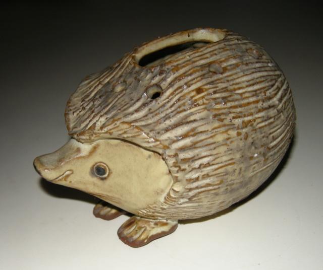 Hedgehog money box. Mystery LE mark Dscn9210