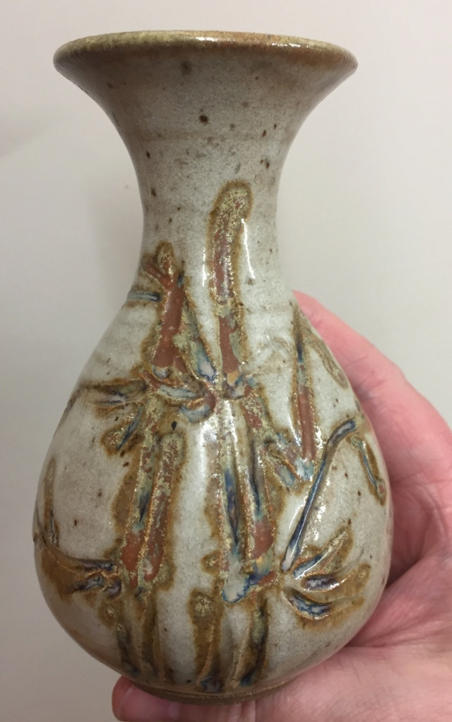 Norfolk Island Pottery - MH mark Norfol10