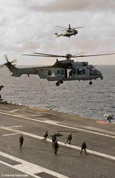 Du 10 au 15 juin 2012, opération MOJITO, la 11e Brigade parachutiste et le Groupe aéronaval réalisent un exercice interarmées  2012_018