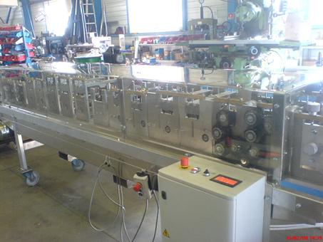 une machine à faire des tuyaux de descente pluviale Dsc00812