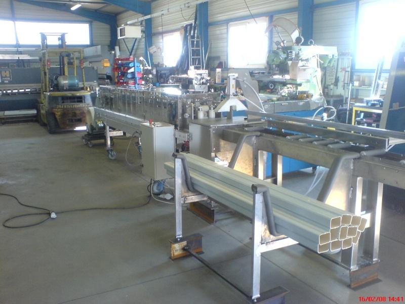 une machine à faire des tuyaux de descente pluviale Dsc00813