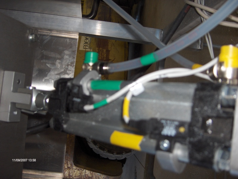 une machine à faire des tuyaux de descente pluviale Hpim2914