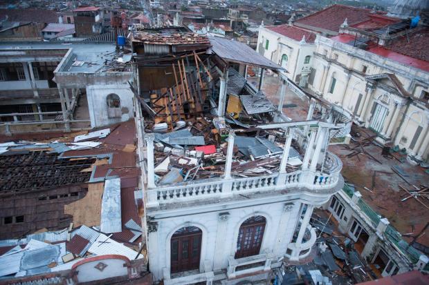 Primeras imágenes de Santiago de Cuba  despues de Sandy - Pagina 2 Casa_c10
