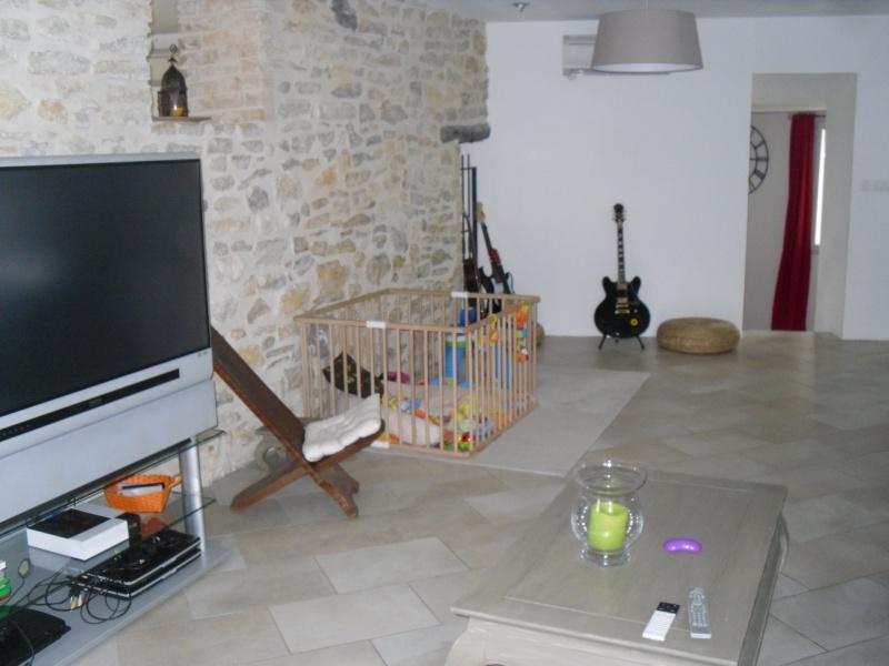 quel bleu choisir pour un salon/salle à manger avec murs en pierre apparente help!!! Sdc14214