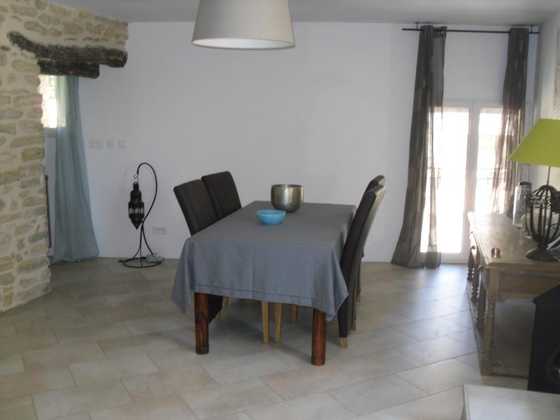 quel bleu choisir pour un salon/salle à manger avec murs en pierre apparente help!!! Sdc14215