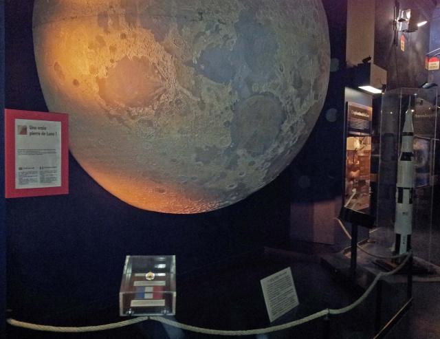 Apollo 17 - Roche lunaire du Palais de la Découverte (Goodwill Moon Rocks) 000_pa10
