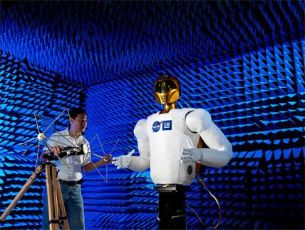 Visite du département Electromagnetic Interference / Compatibility Test Facility 48840210