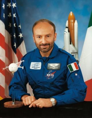 STS-46 - 20ème anniversaire - Franco Malerba devient le premier Italien dans l'espace Malerb10