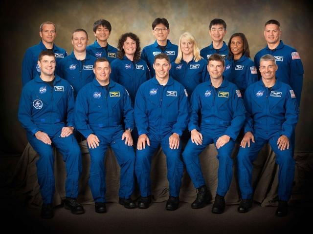 Les autographes des astronautes du Groupe 20 de la NASA Nasa-210
