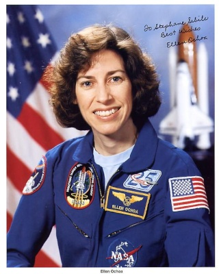 Michael Coats remplacé par Ellen Ochoa à la tête du Johnson Space Center à Houston Ochoa_10