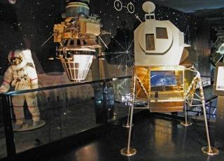 Apollo 17 - Réplique de la combinaison de Gene Cernan Zz_apo10