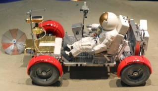 Apollo 17 - Réplique de la combinaison de Gene Cernan Zz_apo12