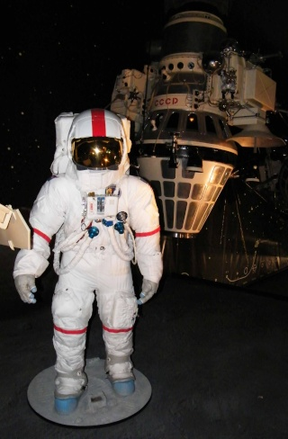 Apollo 17 - Réplique de la combinaison de Gene Cernan Zz_cer14