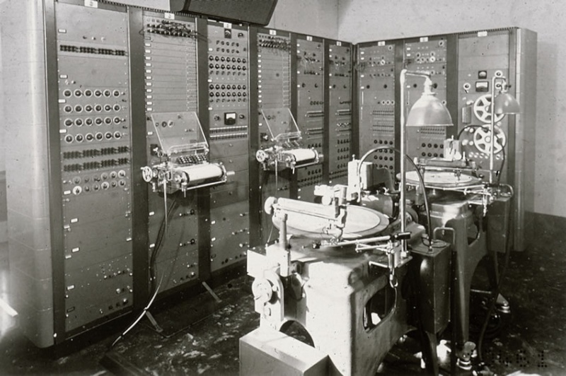 1955 RCA synthetizer  Bode_h10