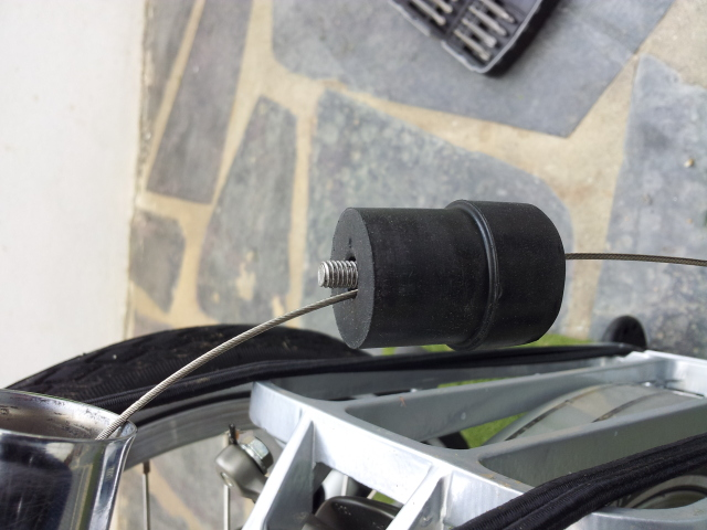 Antivol (ou retardateur de vol...) pour tube de selle téléscopique 640x4814