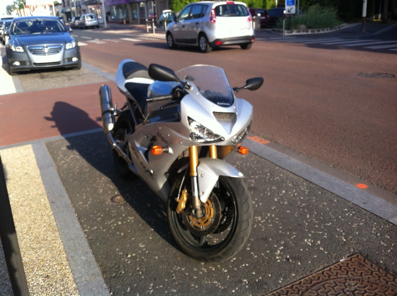 Voici ma mienne!!! ZX6R k4 Img_4612